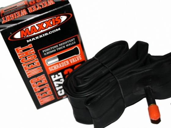 "Maxxis велокамера 26""x2.2/2.5 (559-56/62) 0.9мм A/V-33мм Welter Weight (IB67706200)"