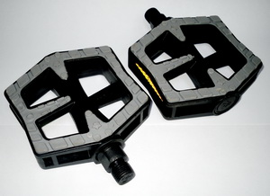 Педали FP-838 пластиковые с прорезиненной рамкой, чёрно-серые